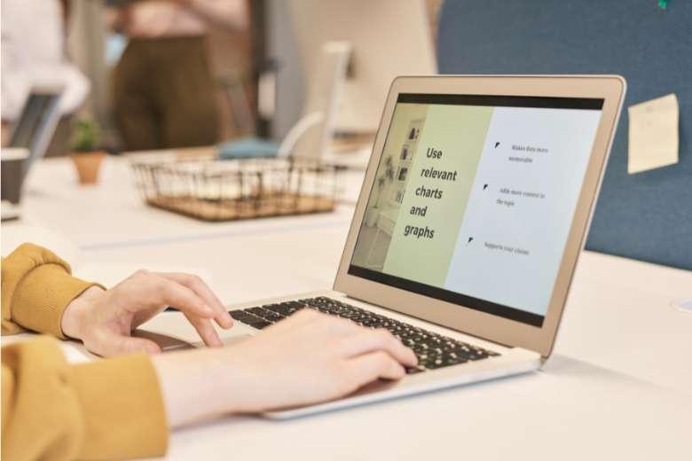 Giữ màn hình Macbook luôn sạch sẽ