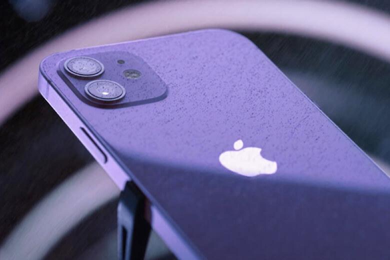 iPhone 12 64Gb màu tím được xếp hạng IP68 cho khả năng chống nước và chống bụi và có thể chịu được ngâm trong nước ở độ sâu 6 mét trong 30 phút.