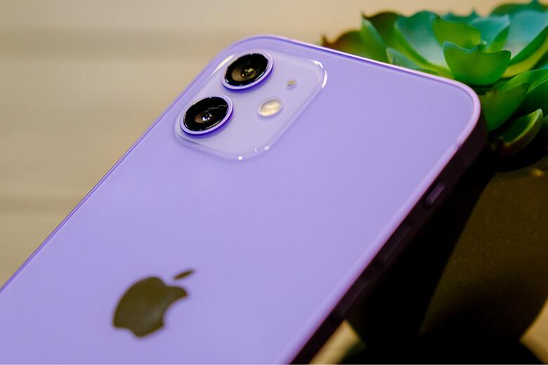 iPhone 12 mini 64GB màu tím (Purple) sở hữu một cụm camera kép ở mặt sau với ống kính chính có độ phân giải lên đến 12MP với khẩu độ ƒ/1.6, kết hợp với ống kính siêu rộng 12MP có khẩu độ ƒ/2,4 và trường nhìn 120 độ.