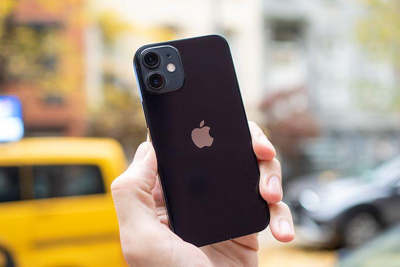 iPhone 12 màu đen