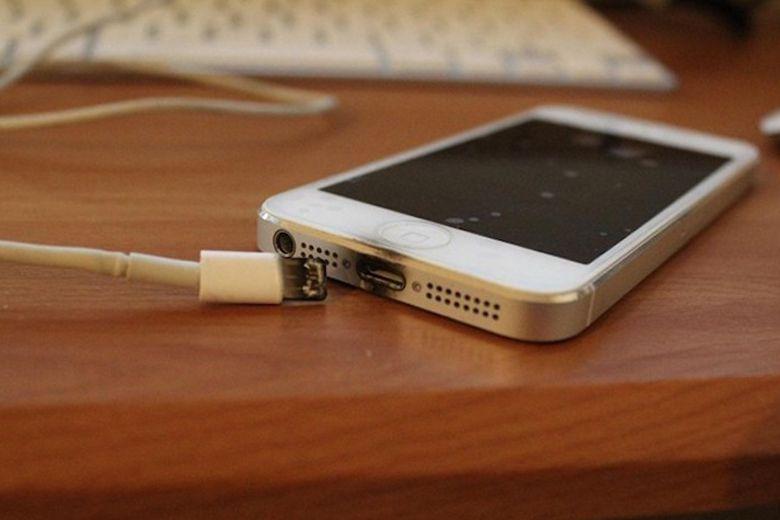 iPhone bị cháy nổ gây nguy hiểm cho người sự dụng