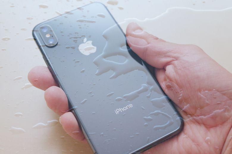 Đặt điện thoại vào những nơi hấp thụ nước