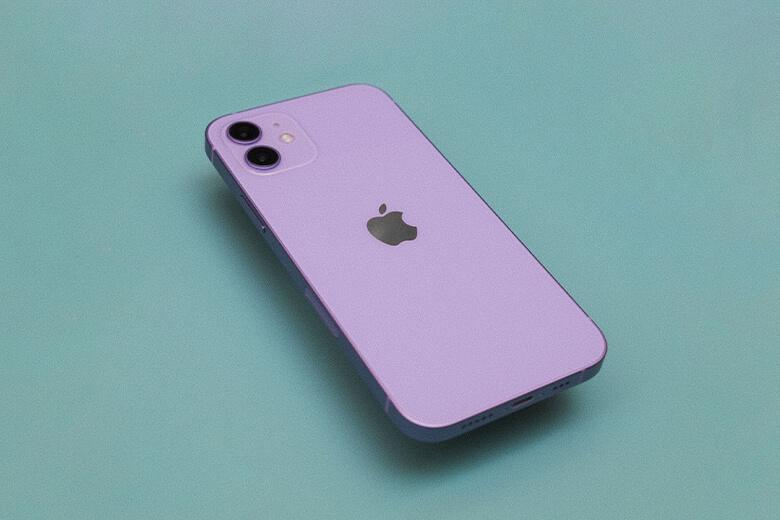 iPhone 12 64GB màu tím cũng được Apple thiết kế bởi một tấm nền OLED tuyệt đẹp, mà nhà 'Táo khuyết' gọi là màn hình Super XDR.