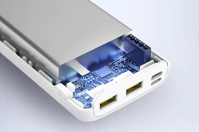Pin dự phòng Pisen tích hợp công nghệ sạc nhanh Quick Charge 3.0 và Power Delivery công suất 18W với dòng điện cao 3A, 9V-2.22A mang lại một thời gian sạc pin được rút ngắn hết mức