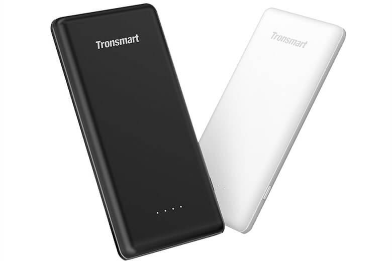 Pin sạc dự phòng Tronsmart có thiết kế nhỏ gọn, với lớp vỏ ngoài được quét một màu đen cá tính mang lại một pin sạc dự phòng với vẻ ngoài thời trang