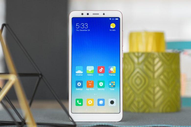 Điện thoại Redmi sở hữu màn hình lớn, thiết kế đẹp, bắt mắt