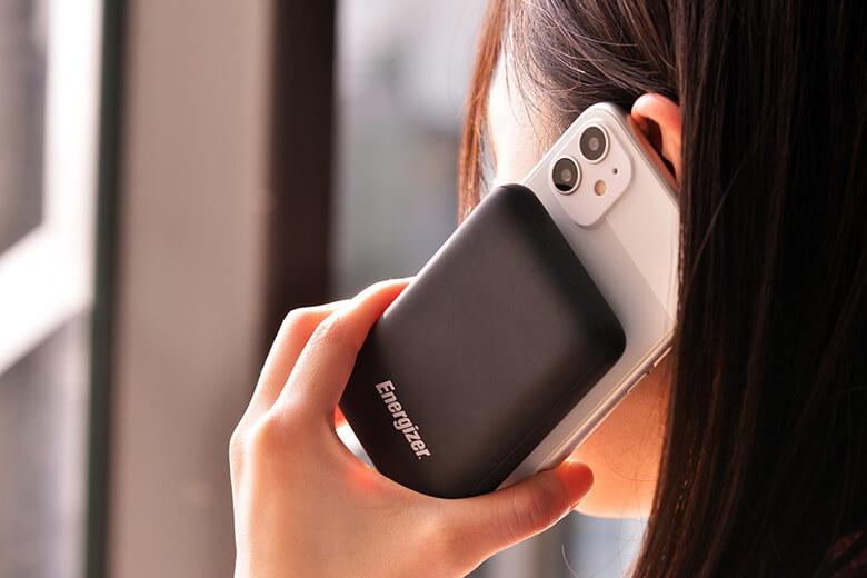 Pin sạc dự phòng Energizer 10.000mAh - QP10000PQ được Energizer thiết kế cho một ngoại hình rất nhỏ gọn, độ lớn chưa bằng một chiếc iPhone.