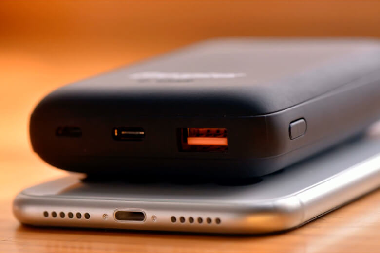 pin sạc dự phòng có2 cổng Inputs gồm sạc nhanh USB-C và Micro USB dễ dàng lựa chọn loại cáp sạc tiện dụng.