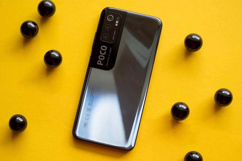 Poco M3 Pro 5G được Xiaomi gắn cho một màn hình LCD có kích thước lớn 6.5 inch với độ phân giải Full HD+ 1080 x 2400 pixel với tỷ lệ khung hình 20:9, độ sáng đạt mức 400 nit và sở hữu cảm biến ánh sáng kép ở mặt trước và sau.