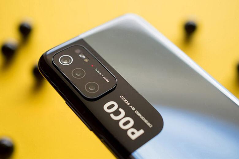 Thiết bịvẫn bao gồm cụm 3 camera chínhgồm camera chính với góc rộng 48MP f/1.8, camera macro 2MP và camera đo chiều sâu 2MP