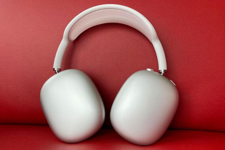 Tai nghe được thiết kế over-ear đơn giản mà thời thượng với headband có mặt lưới mềm mại mang lại sự thông thoáng nhất định cho người dùng.