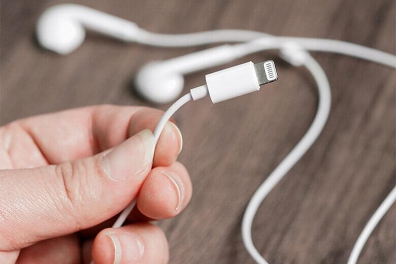 Đầu tai nghe nhỏ nhắn, vừa khít với vành tai người dùng tránh được các trường hợp rơi rớt ngoài ý muốn khi sử dụng